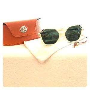 Tory Burch Sunglasses Off white frames 😎🌴
